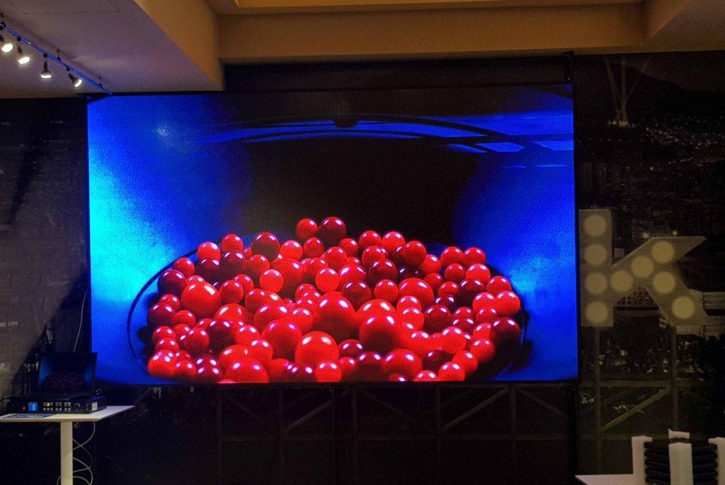 Instalación de pantallas led para la sala BBK en el corazón de Bilbao